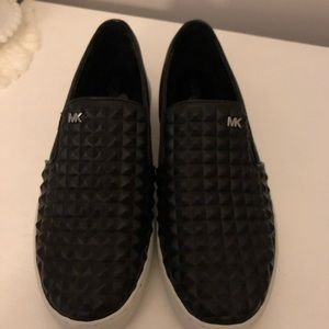 New Michael Kors blk leather studded sneakers 7.5